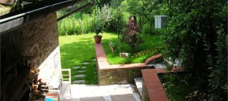Terratetto in Pietra con Giardino a Sorana, Pescia (PT)