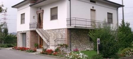 Villa Singola ad Altopascio, Pressi di Chiesina Uzzanese (PT)
