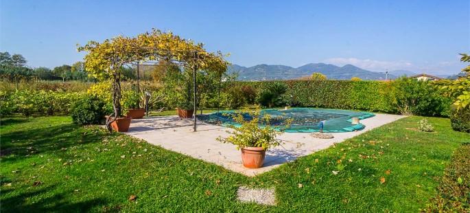 Villa Con Piscina, Uzzano