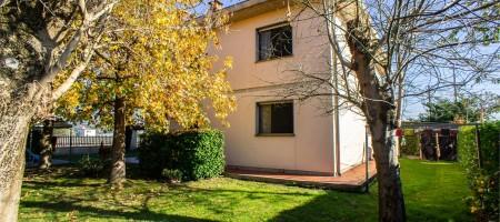 Villa bifamiliare a Pescia
