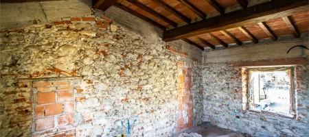 Colonica da ristrutturare a Pescia (PT)